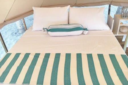 Acampa en la playa con glamour - Playa Mermejita