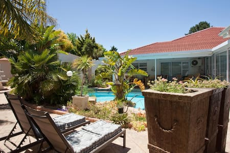 Cest La Vie Wine Route Apartment - Cape Town