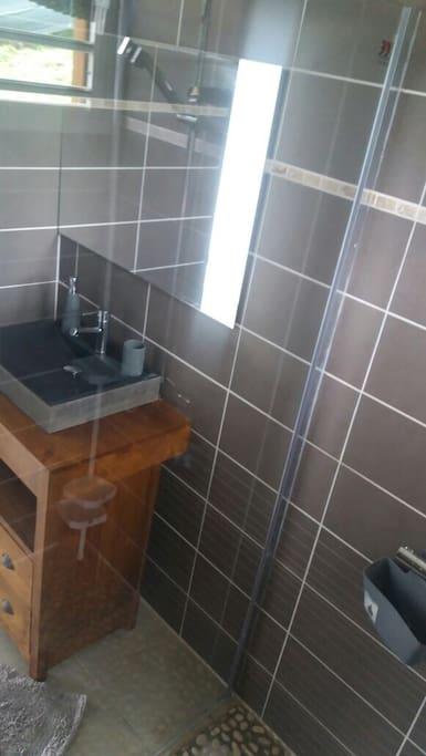 salle de bains vasque en pierre meuble teck
