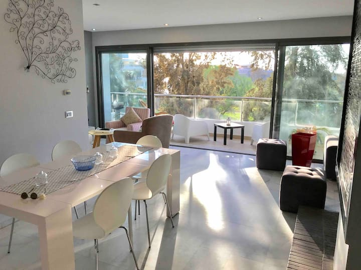 Modern & Bright 180m2 flat - Netflix - Golf & pool