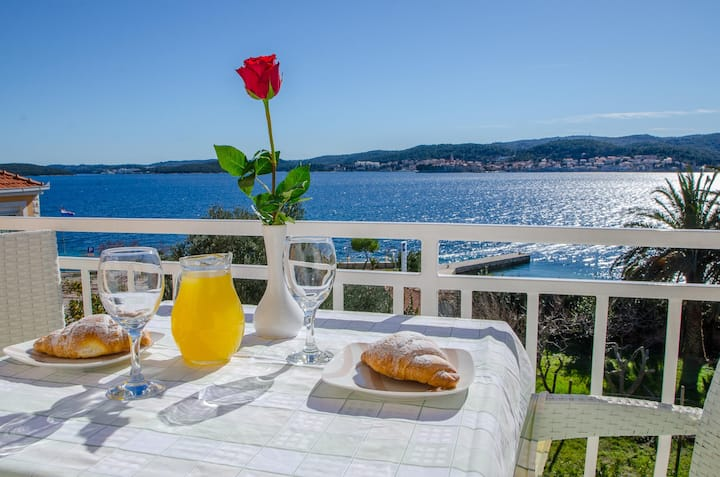 Apartment Villa Vrgorac,sea view,breakfast include