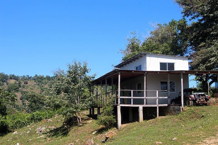 Modern Riverside Cabin - Espaillat - House