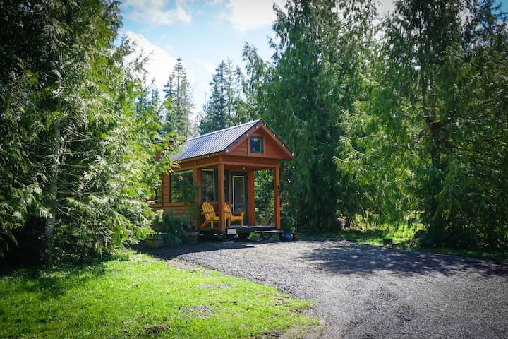 Staying Local? Private Tiny House Mt. Getaway!