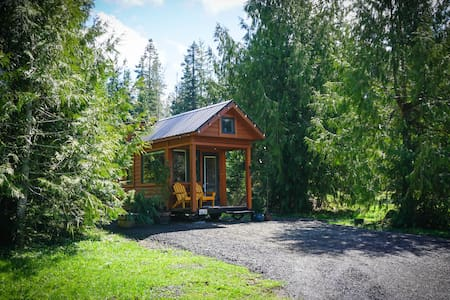 Private Tiny House Mountain Getaway!