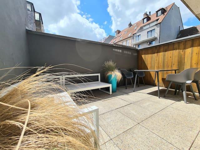 Centraal familie appartement met terras en garage