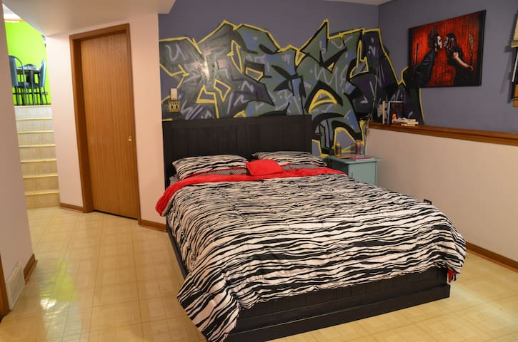 Graffiti Garden Room Bed & Bath - Chicago - Rumah