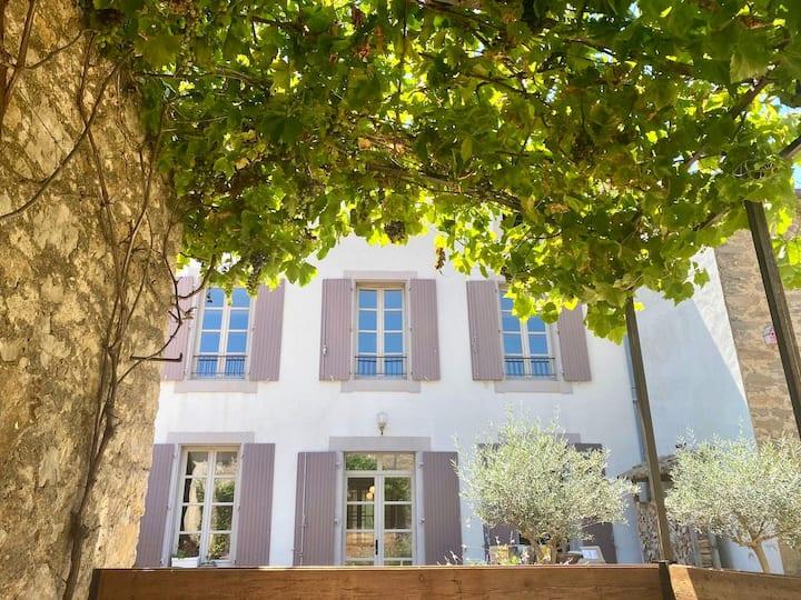 Maison Dix-huit, Paraza - Babouche