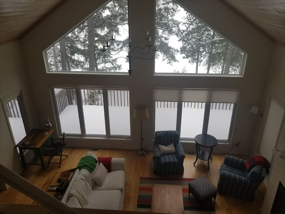 Upper living area, great for relaxing and getting cozy