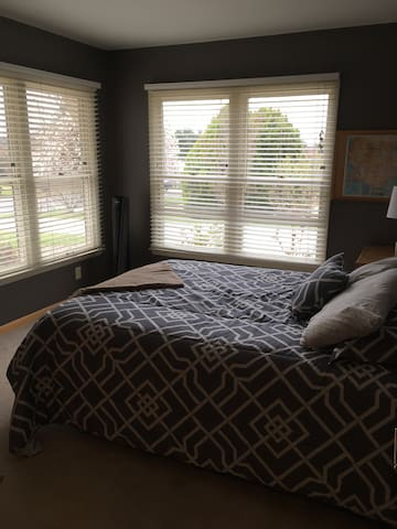 Harrisonburg home with large private space