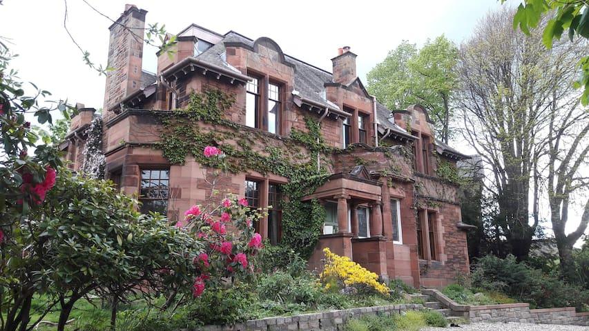 Luxury bedroom in Victorian house - Edinburgh - House