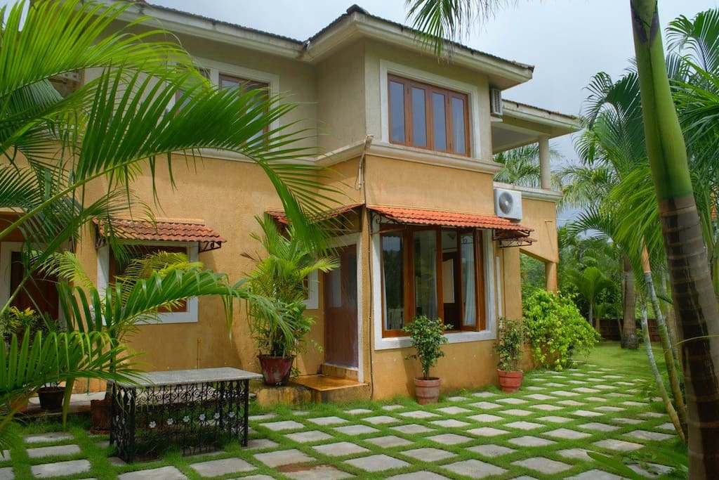 goa beach holidays goa bhk living room   Tranquil 3 BHK Villa near Vagator Beach, North Goa ...