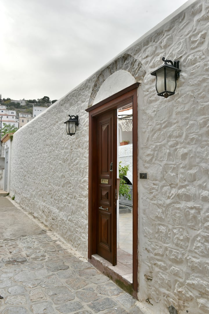 Amazing Traditional House near the port