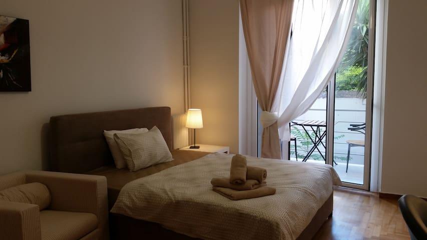 Beige Room 2