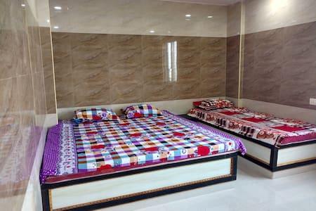 Hotel Shree Guru Sannidhi - AC Triple bedroom