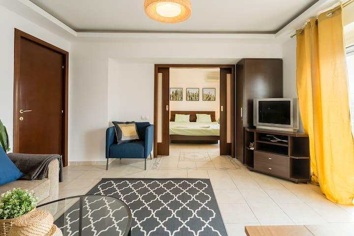 Living room, bedrooom and details