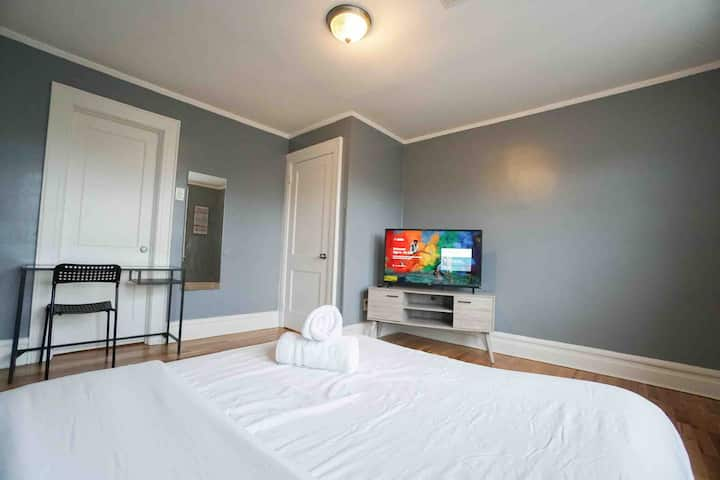 PRIVATE UNIT ! TOP-RATED! TV, Wifi, Close to  EWR