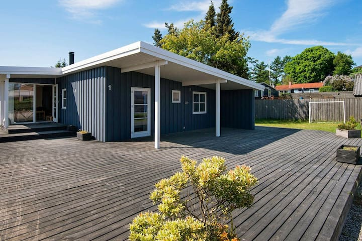 Spacious Holiday Home in Ebeltoft with Sauna