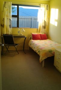 Single room with breakfast - Christchurch