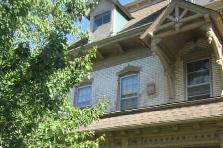 Historic 1860s Maples House: Entire Third Floor - Independence - Entire Floor