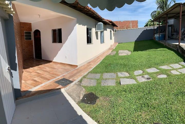 Ampla casa com quintal e garagem - Araruama/RJ