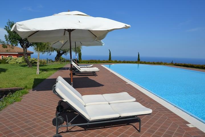 Villa EtnAmare divided into 3 units - Geranio