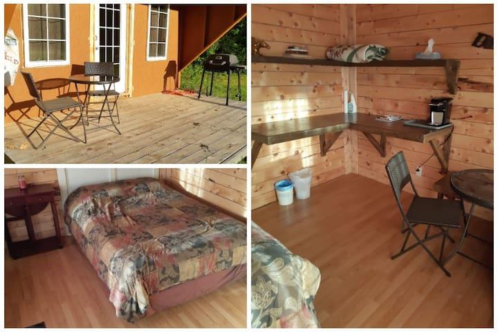 Bernard Farm's Cozy Guest Cabin (Beach 4 min away)