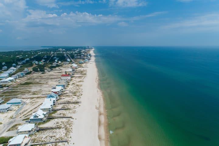 Beautiful beach house w/ private balcony, shared pool, tennis, & beach access!