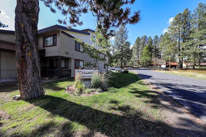 Dog-friendly condo downtown - walk to restaurants, shops & Payette Lake!