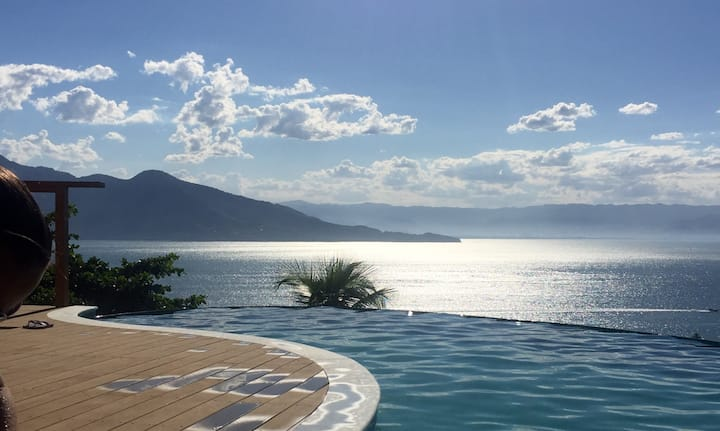 Casa com piscina e vista maravilhosa!