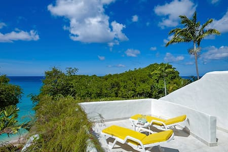 Merlin Bay - Eden on the Sea - Ideal for Couples and Families, Beautiful Pool and Beach - The Garden - Casa adossada