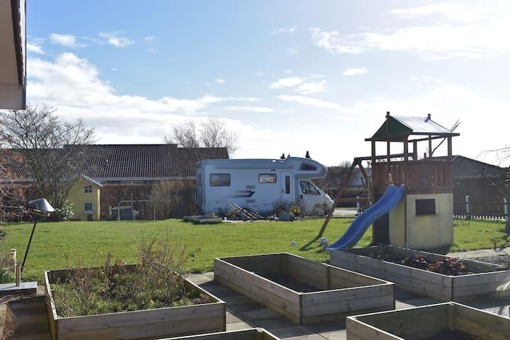 Autocamper i rolige og børnevenlige omgivelser