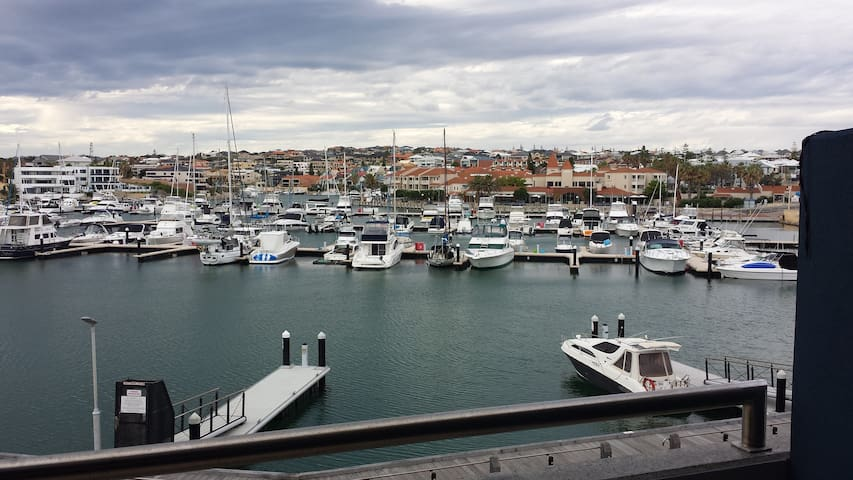 Luxury Saltwater Apartment - Mindarie