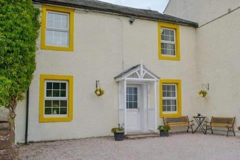 Bumblebee Cottage close to Ullswater Lake District