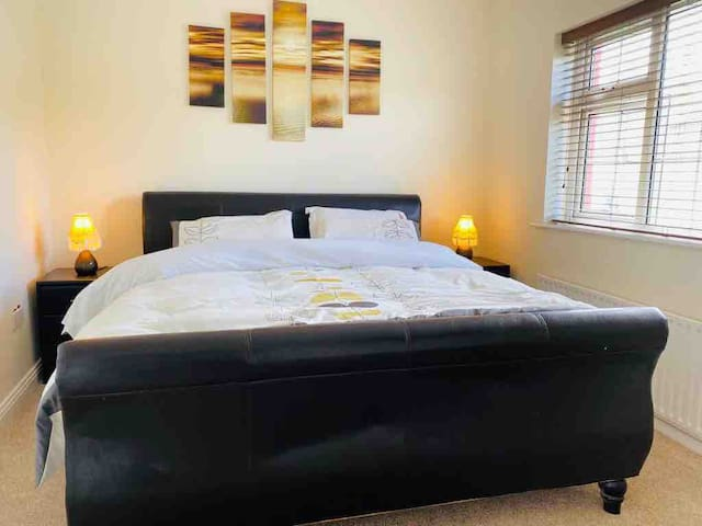 Private cosy house-walking distance of Ennis town