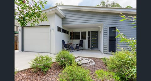 Relax and enjoy: 18 Mitchell St, Tin Can Bay