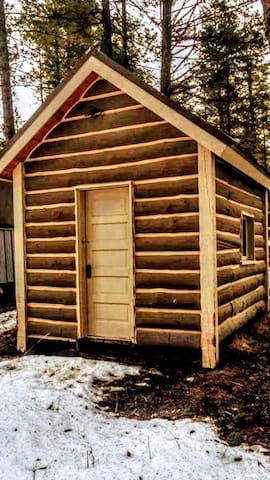 Joshua Deets Historic Cabin - Kalispell - Houten huisje