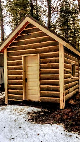Joshua Deets Historic Cabin - Kalispell - Cabaña