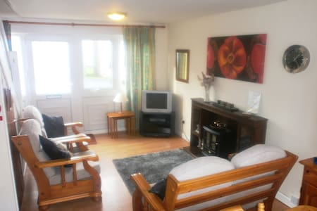 Welsh style 2 Bedroom Beachside Holiday Home - Freshwater East - Ház