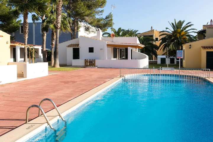 Modern Holiday Home with Pool, Air Conditioning & Terrace