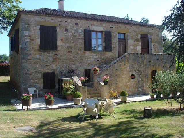 Maison en pierre chateau et bastide de Monpazier - Biron - บ้าน