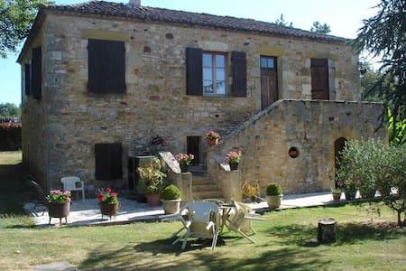Maison en pierre chateau et bastide de Monpazier - Biron - Hus