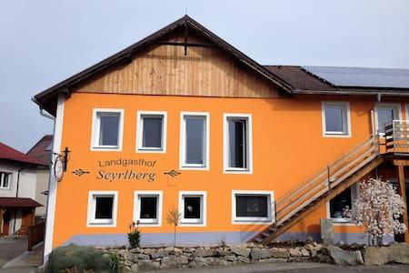 Landgasthof Seyrlberg - Reichenau im Mühlkreis - Bed & Breakfast