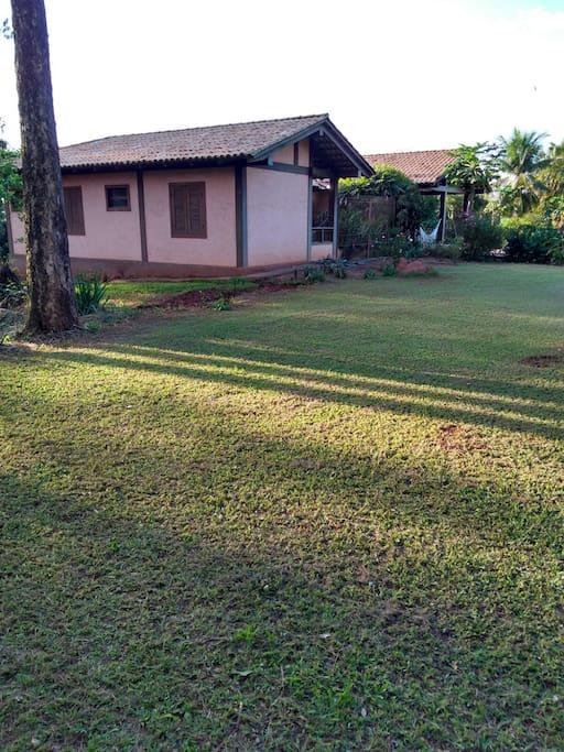 Fachada lateral - gramado