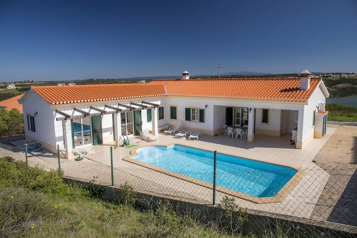 D06 - Holiday House in Vale da Telha