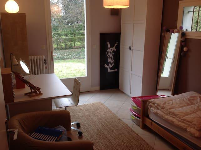 Chambre avec SDB privée au calme dans une maison - Tassin-la-Demi-Lune