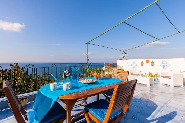 terrazzo con vista sull'isola di Ischia