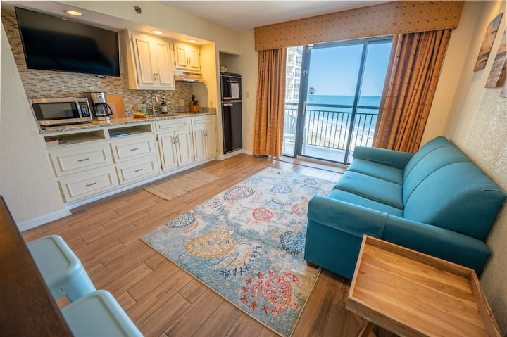 ⭐Ocean Front - NEWLY Updated Kitchen, Tile Floors, Decor
