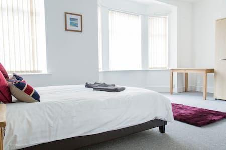 Large double bedroom with en-suite in Chorlton! - Манчестер