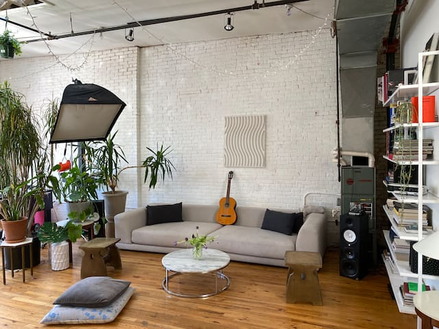 Stunning huge room in artistic loft Williamsburg