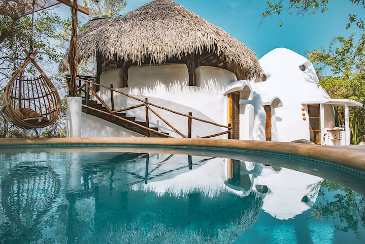 Superadobe Home w/ Pool near Roca Blanca